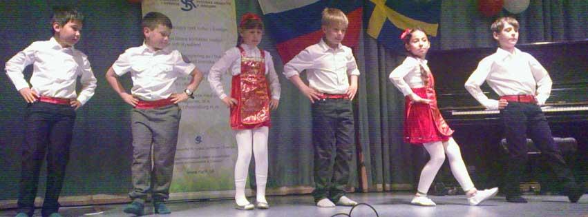 Barnteatergruppen uppträder på Kultur- och språkfestivalen